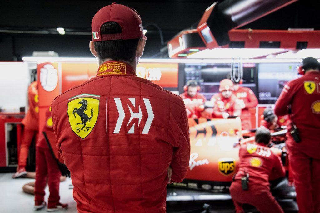 Last car is on the grid: Ferrari