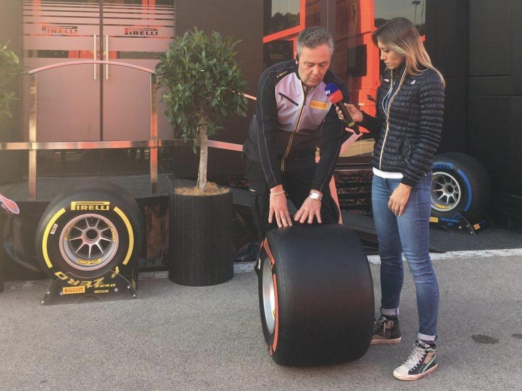 Max Verstappen a bordo della sua Red Bull RB16