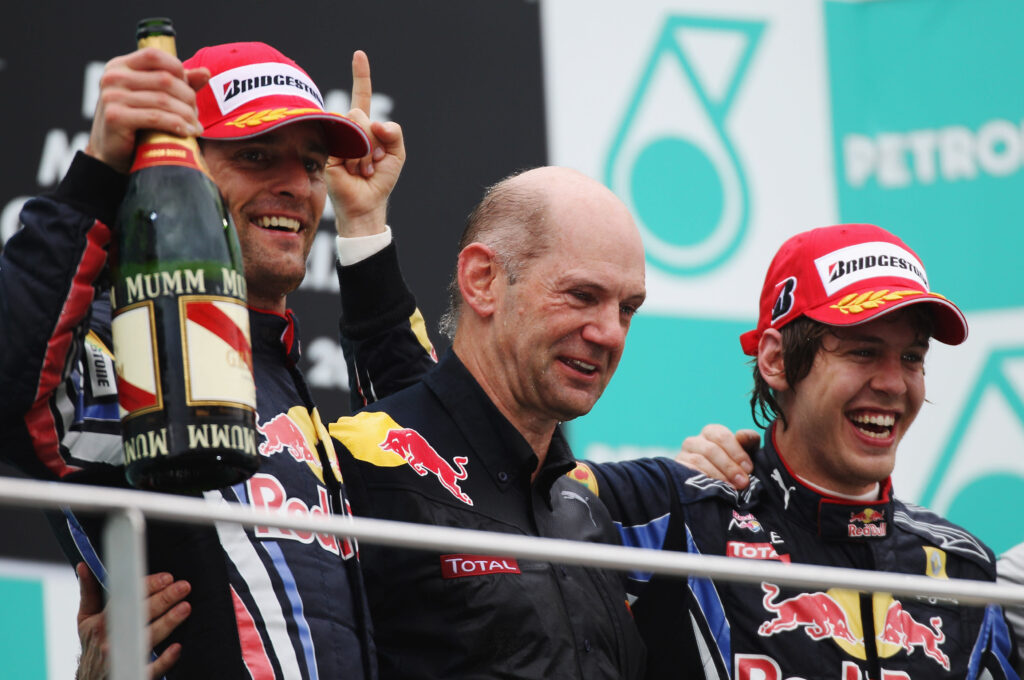 Villeneuve spinge Vettel in Red Bull