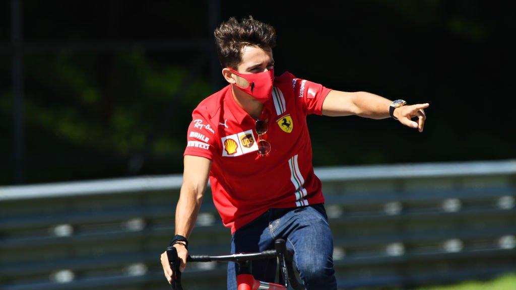 Ferrari, Charles Leclerc in bici lungo il tracciato austriaco