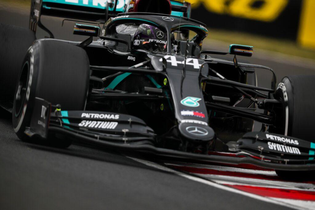"""Mercedes, Wolff e Shovlin in coro: """"Macchina e piloti praticamente perfetti"""""""