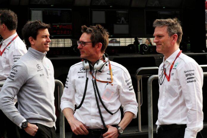 """Mercedes, Wolff e Shovlin in coro: """"Macchina e piloti praticamente perfetti"""