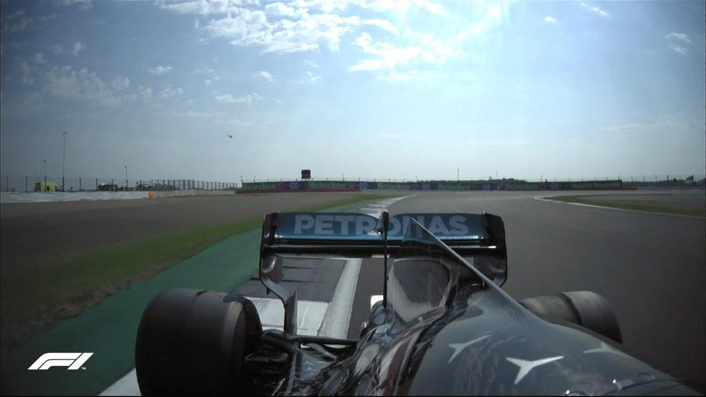 Il blistering sulla Mercedes W11 EQ Performance di Lewis Hamilton a Silverstone nel corso del 'GP 70° Anniversario F1'