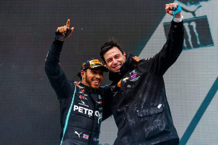 Mercedes: un riassetto azionario per continuare a vincere