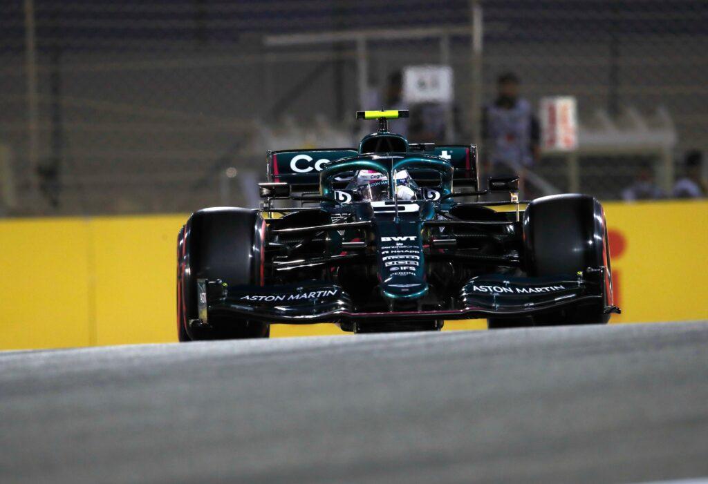 """Vettel fa la danza della pioggia: """"la pista bagnata potrebbe aiutarci"""""""
