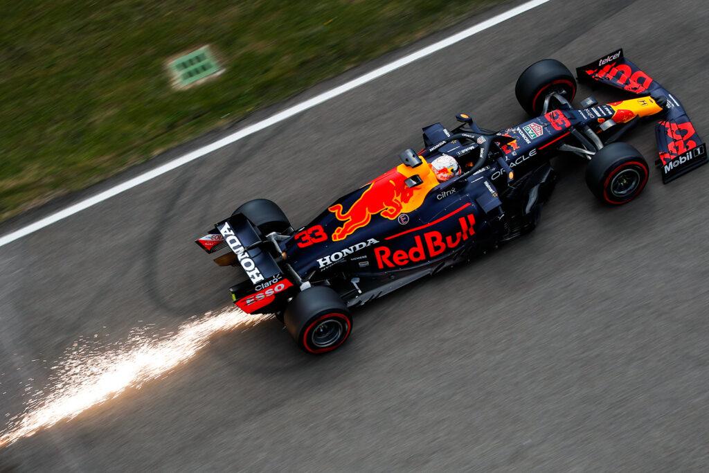 Red Bull ammette l'uso di un'ala flettente ma si sente tranquilla